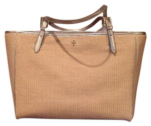 Tory Burch Tote in Gold And Straw