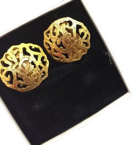 Chanel Chanel Vintage Gold Clip Earrings