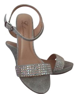 Lorraine Parish Silver Rhinestones Sandals Size US 7 Regular (M, B)