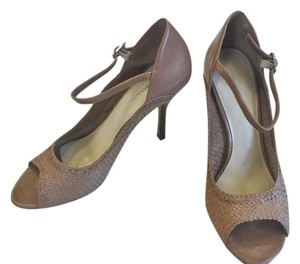 BCBGMAXAZRIA Woven Peep Toe Leather Brown Pumps
