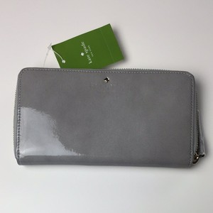 Kate Spade Kate Spade Jackson Square Lacey Patent Leather Zip Around Wallet Fog Grey