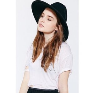 Silence + Noise Large Wool Hat