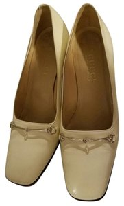 Gucci Vintage Classic Heel Ivory Pumps