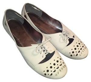 Belle by Sigerson Morrison Ivory Flats