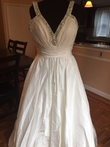 Casablanca Ivory Silk Taffeta B008 Traditional Wedding Dress Size 12 (L)