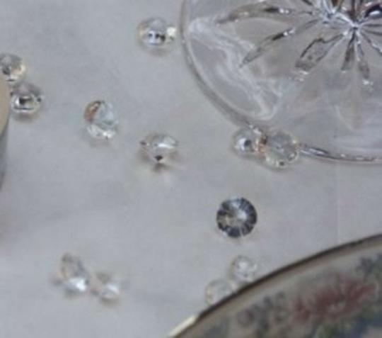 Preload https://item5.tradesy.com/images/clear-500-diamond-confetti-scatter-pieces-reception-decoration-180294-0-0.jpg?width=440&height=440
