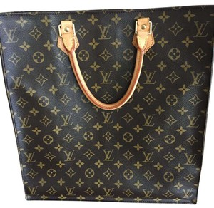Louis Vuitton Tote in LV Monogram