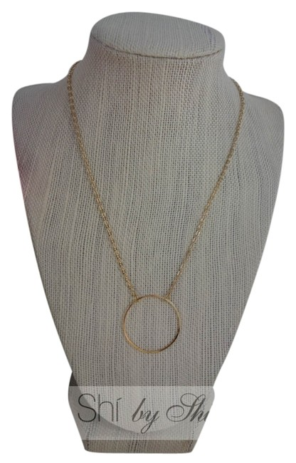 Item - Gold Large Round Necklace