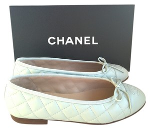Chanel Flat Ballet Cap Toe Logo Light green Flats