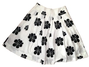 Gap Pleated Knee-length Skirt Black and White Floral