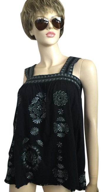 Item - Embroidered Medallion Black/Silver Top