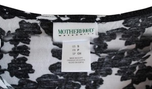 Motherhood Maternity Black and white floral cinched scoop neck
