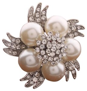Vintage inspired Rhinestone and Faux Pearl Brooch Pin