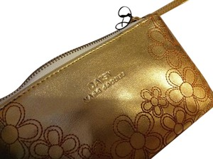 Marc Jacobs New Marc Jacobs Daisy gold pouch