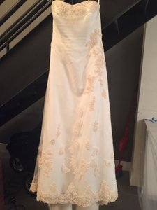 David's Bridal Strapless A-line Tulle W/ Beaded Gold Lace W/ Veil Wedding Dress