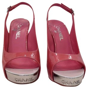 Chanel Great For Spring Rare High Heeled Platform Very Comfortable Sexy Nameplate In Chrome At Toe Slingback Rose Color Rose Patent Sandals