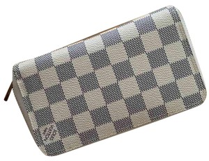 d9c54cb021e6 Louis Vuitton Zippy Wallet - Up to 70% off at Tradesy