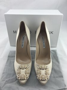 Manolo Blahnik Wedding Shoes - Up to 70% off at Tradesy