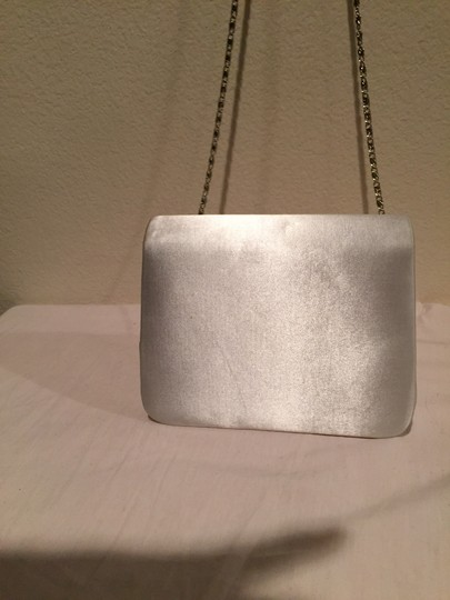 Touch Ups White /Silver Clutch