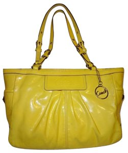 146d92e81383 Yellow Coach Totes - Up to 90% off at Tradesy