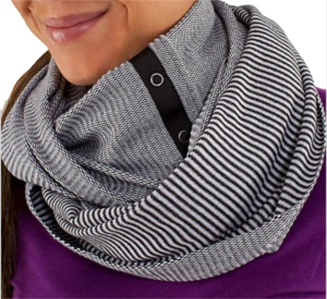 Item - Black/White Vinyasa Scarf Activewear Gear Size OS (one size)