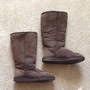 dad073cebd6 UGG Australia Chocolate Women's Classic Tall Boots/Booties Size US 9 77%  off retail