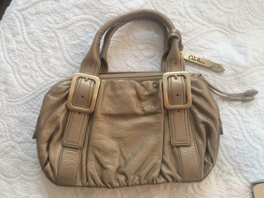Preload https://item2.tradesy.com/images/cole-haan-gold-hobo-bag-1810401-0-0.jpg?width=440&height=440