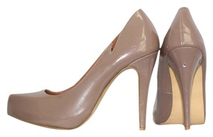 Leah Vixamar Diamond Stud Taupe Cut-out Tan Pumps