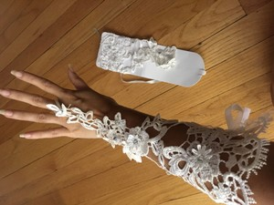 Sexy Wedding Gloves Made Of Lace With Beading