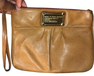 Marc by Marc Jacobs Wristlet in Carmal