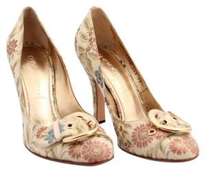 Casadei Classic Stylish Tan Floral Fabric Black with gold bow Pumps