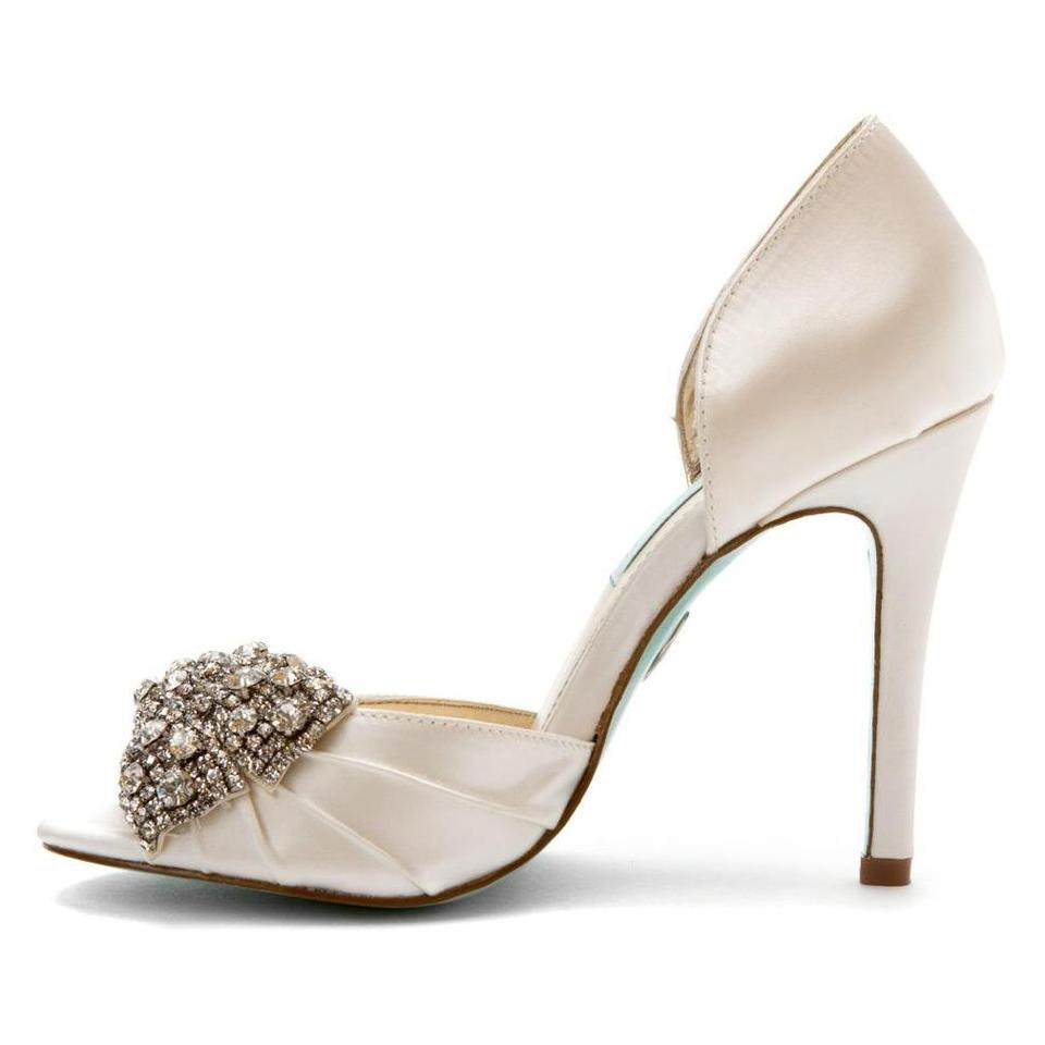 Betsey Johnson Ivory Gown Pumps Size US 7.5 Regular (M, B) - Tradesy