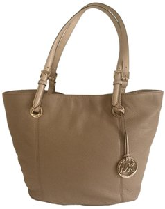 Michael Kors Leather Gold Hardware Tote in Camel Light Brown