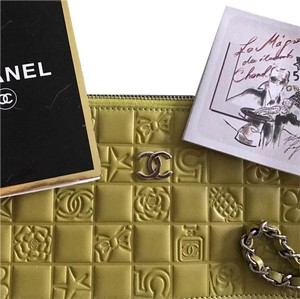 Chanel Limited Edition Lucky Clutch Spring Wristlet in Apple green