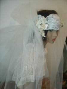 Ivory Flapper Style Bridal Headpiece And Veil