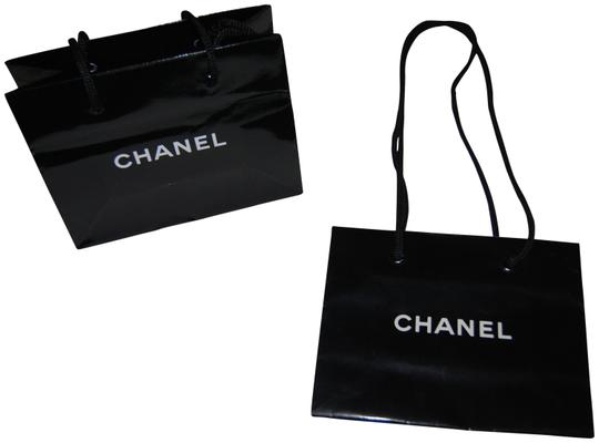 Preload https://item1.tradesy.com/images/chanel-black-and-white-shopping-bag-1812925-0-1.jpg?width=440&height=440
