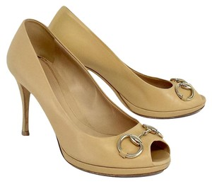 Gucci Nude Leather Gold Ring Peep Toe Pumps
