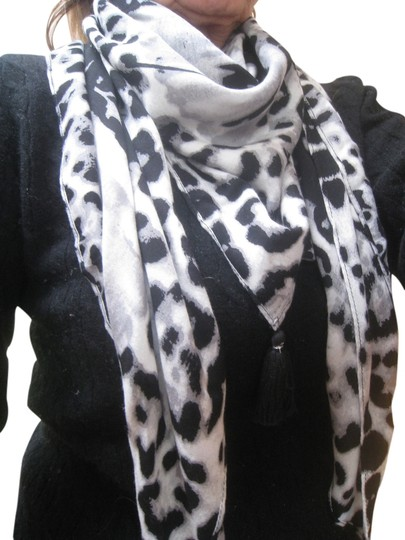 Preload https://item1.tradesy.com/images/black-and-grey-white-large-scarfwrap-1813610-0-0.jpg?width=440&height=440