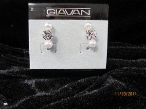 Giavan Crystal & Faux Pearl Earrings D11742e (e-36)