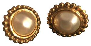 Chanel Chanel Classic Pearl/Gold Clip-on