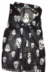 Julie's Closet Bottons Skulls Collar Shortsleeved Button Down Shirt Black and White