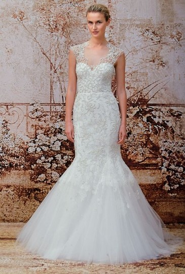 Monique Lhuillier Ivory Embroidered Tulle and Chantilly Lace Adele Gown Formal Wedding Dress Size 6 (S) Image 3