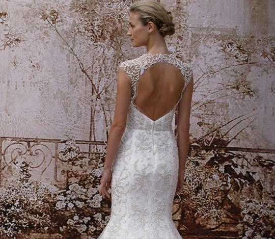 Monique Lhuillier Ivory Embroidered Tulle and Chantilly Lace Adele Gown Formal Wedding Dress Size 6 (S) Image 6