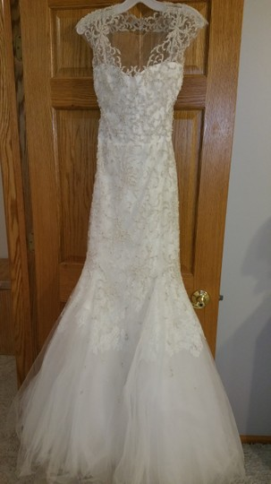 Monique Lhuillier Ivory Embroidered Tulle and Chantilly Lace Adele Gown Formal Wedding Dress Size 6 (S) Image 7