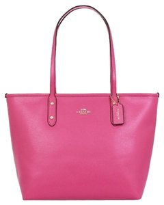 Coach Shoulder Tote in Dahlia /Gold Tone