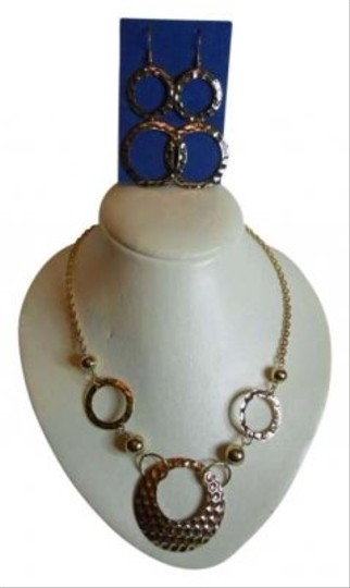 Preload https://img-static.tradesy.com/item/181539/avon-gold-necklace-and-earrings-0-0-540-540.jpg