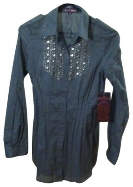 Preload https://item3.tradesy.com/images/gray-button-down-top-size-4-s-18167-0-0.jpg?width=400&height=650