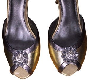 Ann Taylor LOFT Gold Metallic Pumps