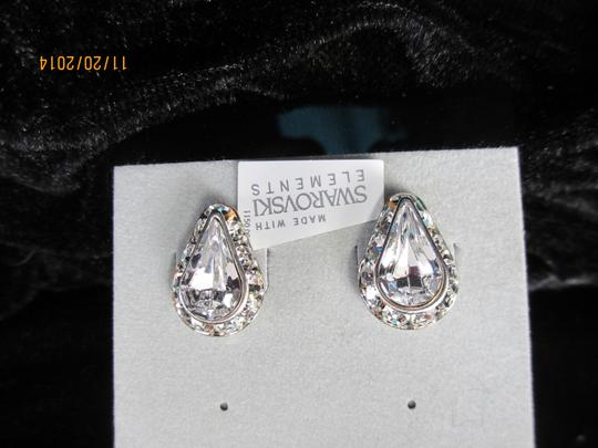 Preload https://img-static.tradesy.com/item/1817597/giavan-clear-teardrop-crystal-stud-l575e-e-43-earrings-0-0-540-540.jpg
