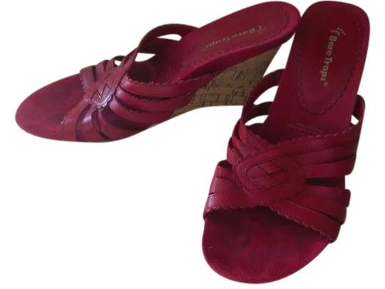 Bear Traps red leather Wedges